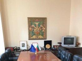 Под Наем Офис в Жилищни Сгради София Център 1250 EUR